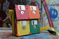 Borsa a tracolla creata con i Floppy Disk