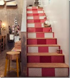 I want to do this up the stairs in the kitchen foyer! so cute