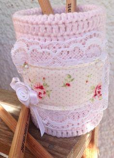 Crochet tin with shabby aplique