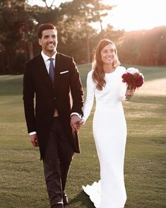 130 cute modest wedding dresses to inspire page 42 Plain Wedding Dress, Fit And Flare Wedding Dress, Rustic Wedding Dresses, Long Sleeve Wedding, Modest Wedding Dresses, Bridal Dresses, Nigerian Traditional Wedding, Traditional Wedding Attire, Sheath Wedding Gown