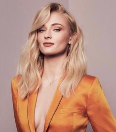 Sophie Turner News Beautiful Celebrities, Beautiful Actresses, Beautiful Women, Spohie Turner, Shooting Studio, Maisie Williams Sophie Turner, Actrices Sexy, Woman Crush, Pretty People