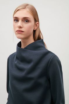 Model side image of Cos top with draped neck in blue Fashion Details, Love Fashion, Womens Fashion, Fashion Design, Ladies Fashion, Style Casual, My Style, Cos Tops, Look Dark