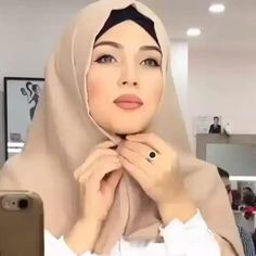 Hijab Turban Style, Mode Turban, Simple Hijab Tutorial, Hijab Style Tutorial, Hijab Styles For Party, Pashmina Hijab Tutorial, Hair Wrap Scarf, Stylish Hijab, Asian Eye Makeup