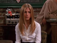 rachel green hairstyle - Bing images You are in the right pl Rachel Green Hair, Rachel Green Friends, Rachel Hair, Rachel Friends Hair, Jennifer Aniston Hair Friends, Jennifer Aniston Haircut, Estilo Jennifer Aniston, Layerd Hair, Estilo Hailey Baldwin