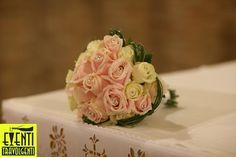 Rose rosa e bianche con brillanti