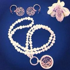 Beautiful fan photo of the Nikki Lissoni China Garden earring and pendant coins! -xx-