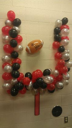 Field goal -cute idea for banquet Football Spirit, Cheer Spirit, Football Signs, Football Cheer, High School Football, Football Balloons, Football Moms, Football Posters, Football Crafts