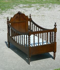 Baby cribs vintage children Ideas for 2019 Baby Nursery Themes, Baby Boy Rooms, Cheap Baby Dolls, Vintage Baby Cribs, Antique Nursery, Baby Doll Crib, Doll Beds, Boy Decor, Nursery Furniture