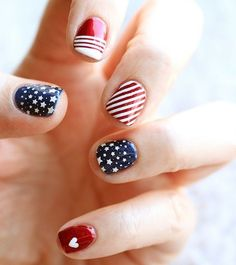 DIY: 4th of July Nails use a small micheals paint brush and slip on those reader glasses for this one @Allamode ⓐⓛⓛⓐmode✣✫Creative Pinner✣✫