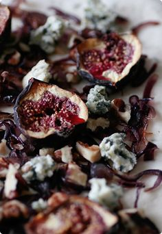 Flatbread with oven-dried figs, caramelised onions and blue cheese