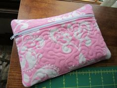 free download for zippered bag... in the hoop