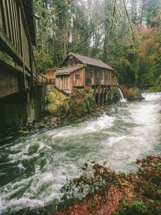 Abandoned water mill close to the border of Washington and Oregon on the way to Ape Caves.