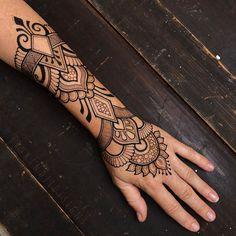 """IrukandjiDesigns on Instagram: """"✨Here's the rest of that design I shared the other day... it's good to be adorned again after going bare for so long😃✨"""" Henna Art, Skin Art, Mehndi Designs, Henna Tattoos, Photo And Video, Rest, Instagram, Videos, Photos"""