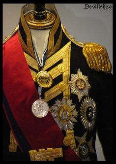 Uniform (replica) of Admiral Nelson. Horatio Nelson, Viscount Nelson, KB was a British flag officer famous for his service in the Royal Navy, particularly during the Napoleonic Wars. Historical Costume, Historical Clothing, Military Dresses, Military Uniforms, Military Fashion, Mens Fashion, British Uniforms, Napoleonic Wars, British Army