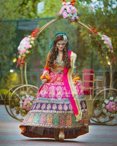 60 Makeup Hacks That will Change Your Life! Bridal Mehndi Dresses, Desi Wedding Dresses, Asian Wedding Dress, Mehendi Outfits, Pakistani Wedding Outfits, Bridal Dress Design, Bridal Outfits, Bridal Lehenga, Pakistani Dresses
