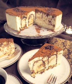 Tiramisunmakuinen suukkokakku kruunaa juhlapöydän - Kulinaari-ruokablogi Tiramisu, Tart, Cheesecake, Goodies, Food And Drink, Ethnic Recipes, Desserts, Brick, Historia