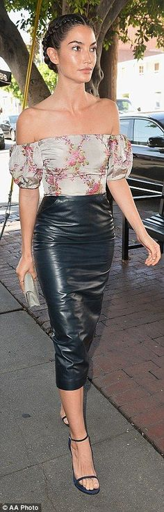 The 30-year-old LA native wore a very right leather skirt that hugged her hips and toned thighs and added an off-the-shoulder top.