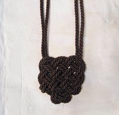 Necklace with Celtic heart - double knot di AlmaLadra su Etsy