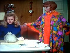 Chit chat Endora Bewitched, Bewitched Cast, Agnes Moorehead, Elizabeth Montgomery, It Cast, Sari, Classy, Characters, Actresses