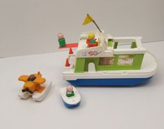 toys from the 70s   Fisher Price Happy Houseboat with LIttle People 1972 Vintage 70s toys