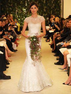 Carolina Herrera vestido de novia corte de sirena de encaje con mangas y escote ilusión para primavera 2016. #VestidoDeNovia