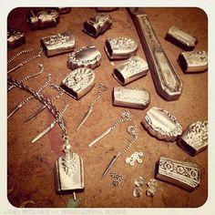 On My Workbench: Dinner Knife Handle Bell Pendant Necklaces - On My Workbench: Dinner Knife Handle Bell Pendant Necklaces Silver bells from hollow knife handles Fork Jewelry, Metal Jewelry, Silver Jewelry, Silver Rings, Gothic Jewelry, Jewelry Necklaces, Bijoux Design, Schmuck Design, Jewelry Design