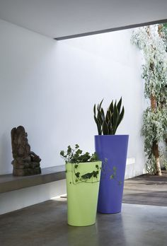 EVE, tall or low vase in rotomoulded polyethylene, design by Busetti Garuti Redaelli in 2012. Perfect for indoor and outdoor.
