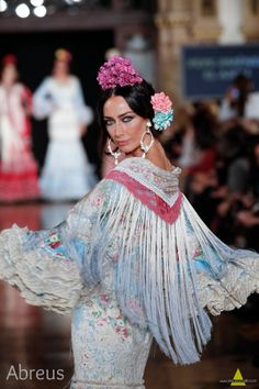 Wappíssima - We Love Flamenco 2017 - El Ajolí - 2017 Outfits For Spain, Flamenco Dancers, Flamenco Dresses, Spanish Woman, Flower Headpiece, Special Dresses, Cool Style, My Style, Dance Pictures