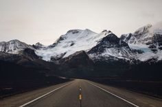 USA Road Trip Ideas and Tips. If you are looking to head out on a road trip, there are a lot of different places you could go. Below, we will be going over some of the top USA road trip Tumblr Photography, Travel Photography, Nature Photography, Winter Photography, Amazing Photography, Travel Outfit Summer Airport, Portland, Road Markings, Oregon