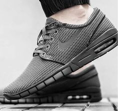 Um diesen Sneaker, eine Zusammenarbeit zwischen Nike und dem amerikanischen Skate-Profi Stefan Janoski, abzugreifen müsst ihr schnell sein. Es gibt nur noch ein paar Größen ... Hier entdecken und shoppen: http://sturbock.me/ovm