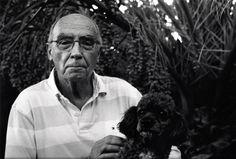jose saramago, Premio Nobel de Literatura 1998, junto a Cameons, el perro que le inspiro para crear a Encontrado, el perro del alfarero protagonista de su novela La caverna.