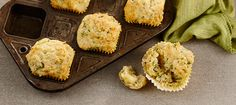 Slightly salty muffins, perfect for an afternoon snack or served warm for breakfast. Boite A Lunch, Cheese Muffins, Milk Recipes, Afternoon Snacks, Cheddar, Zucchini, Healthy Snacks, Smoothies, Vegetarian