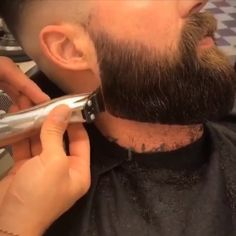 Great Beard Trim by a Pro Barber 🙌🎩 - Beard Tips Beard Trimming Styles, Trimmed Beard Styles, Long Beard Styles, Hair And Beard Styles, Modern Beard Styles, Short Men Hairstyle, Mens Hairstyles With Beard, Haircuts For Men, Black Hairstyles