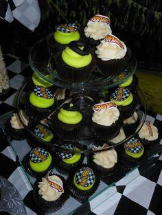 Hot Wheels Birthday, Hot Wheels Party, Birthday Cupcakes, 2nd Birthday Parties, Facebook, Desserts, Food, Meet, Anniversary Cupcakes