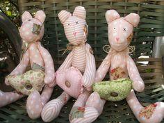 Adorei fazer esses ursinhos, estão na loja Pingo de gente da minha amiga Paula…