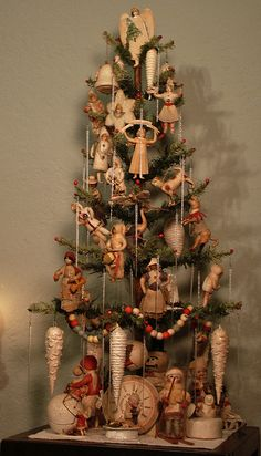 Beautiful tree with cotton batting ornaments.