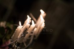 Candels......../wedding on the beach). By fiocchi di riso wedding planner and event design