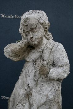 This angel is made in cartapesta or paper mache by Elise Valdorcia (lives near Paris)