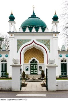 Shah Jahan Mosque in Oriental Road, Woking, Surrey, England Mosque Architecture, Ancient Greek Architecture, Indian Architecture, Religious Architecture, Beautiful Architecture, Beautiful Buildings, Architecture Design, Temples, Sainte Sophie