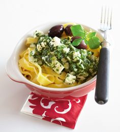Pinaatti-fetamuhennos pastalle | Kasvisruoat | Pirkka #food #vegetarian #ruoka #kasvisreseptit