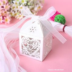 100 pcs/ lot Cajas de dulces Wedding Party Birthday Favor Gifts Red Heart Laser Cut Candy Boxes With Ribbon Candy Favor Box Wedding Favors And Gifts, Diy Wedding Gift Box, Wedding Candy Boxes, Ribbon Wedding, Party Wedding, Wedding Meme, Lace Wedding, Candy Gift Box, Candy Gifts