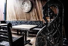 A mixed martial arts gym called Mjölnir MMA in Iceland just opened a Viking pub. They are located in a forrest in the center of Reykjavík. The bar is named Drukkstofa Óðins, Drukkstofa is an old icelandic word for pub. Skyrim House, Basment Ideas, Viking Hall, Norse People, Viking House, Earth Bag Homes, Viking Village, Nordic Vikings, Home Pub
