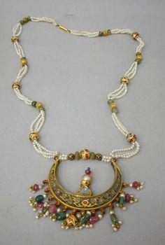 Neclace w/ Pendant  --  18th Century  --  Photo courtesy of the Museum of Decorative Arts, Paris