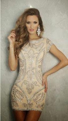 Unbelievably beautiful dress, earrings and hair