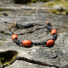 Bracelet de perles en bois et macramé