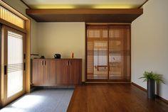 二間続きの和室の入り口に設けた格子の引き戸