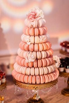 It's not your traditional tiered wedding cake or cupcake tower, but the newest sweet treat we are obsessing over is the macaron wedding cake. Indulge yourself below in our amazing macaron wedding cake inspiration! Macaroon Tower, Macaroon Cake, Macaroon Wedding Cakes, Macaron Wedding, Buffet Dessert, Dessert Tables, 2016 Wedding Trends, Wedding Cake Alternatives, Traditional Wedding Cakes