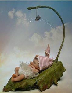 An elfen babe . Fairy Dust, Fairy Land, Fairy Pictures, Kid Pictures, Elves And Fairies, Baby Fairy, Fairy Dolls, Magical Creatures, Fairy Houses