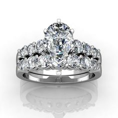 Pump up the Bling with this Graduated Shared Prong Wedding Set!