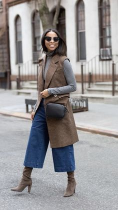20 Fall Outfits With Denim Culottes To Repeat - Moda - Denim Culottes Outfits, Outfit Jeans, Blazer Outfits, Black Culottes Outfit, Culottes Street Style, Mode Outfits, Fall Outfits, Casual Outfits, Pretty Outfits